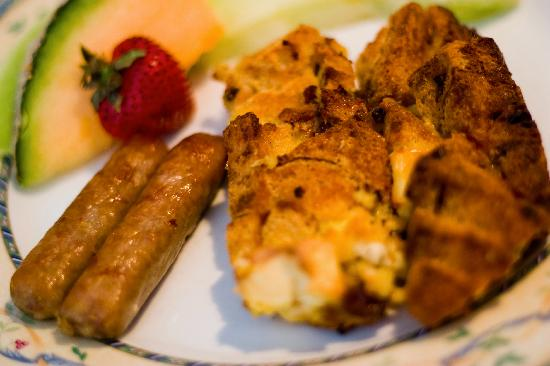 Victorian Lace Inn: Breakfast