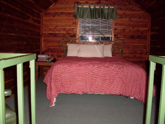Tall Pine Horse Resort: bedroom in loft (bed is super comfy)