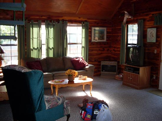 Tall Pine Horse Resort: livingroom
