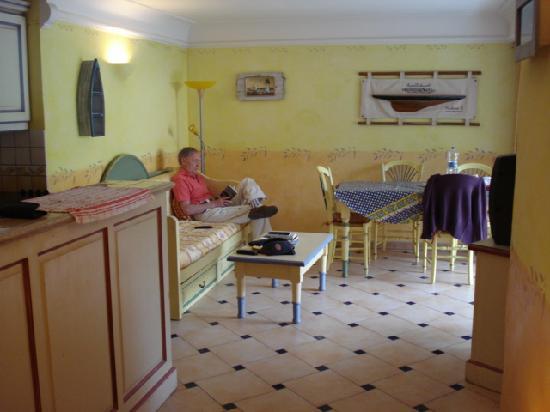 Lagrange Prestige Residence Port Marine : vue du séjour