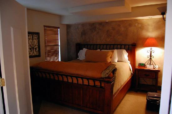 The Lodge On Route 66: King Bedroom