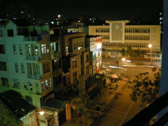 Quynh Kim Hotel 1 : A night view from room balcony