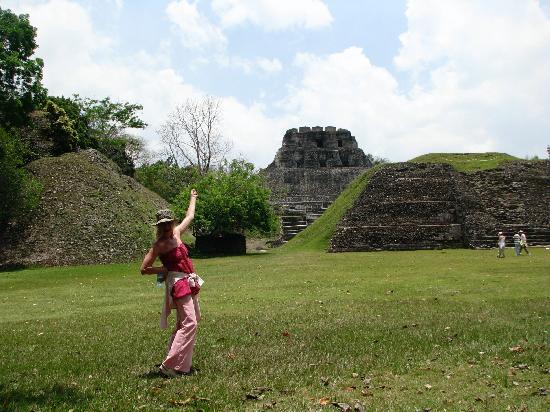 Thatch Caye Resort: Mayan Ruins