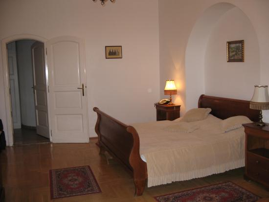 Hotel Astra Vendeghaz: our lovely spacious room
