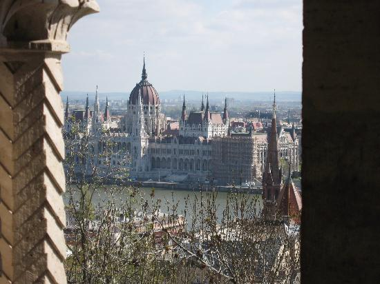 Hotel Astra Vendeghaz: view across the Danube to Parliament Building