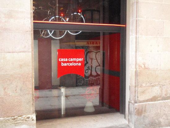 Casa Camper Hotel Barcelona: Hotel Entrance
