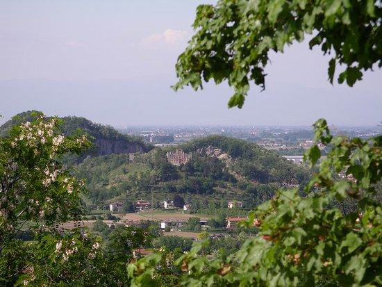 Teolo, Italia: Blick über die Hügel Richtung Norden