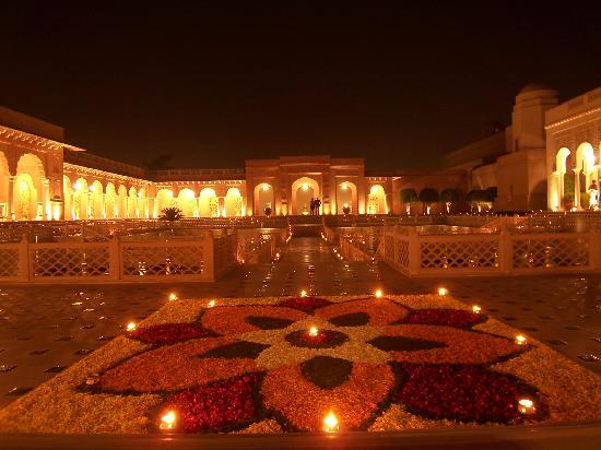 The Oberoi Amarvilas: Flower petal design at Hotel Entrance