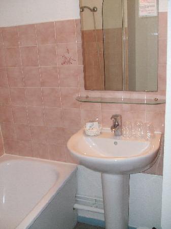 City Hotel : Bathroom - Very Clean