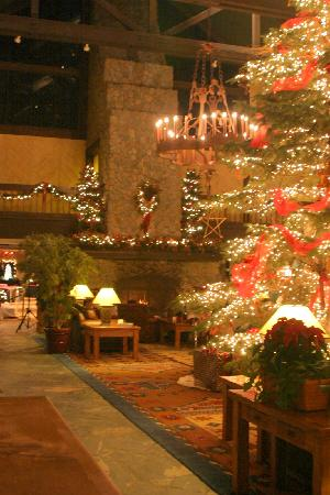 Tenaya Lodge at Yosemite: Lobby area
