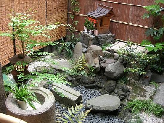 Inn Kawashima: Garden outside of our room