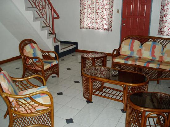 Red Knight Gardens: Living/Dining room of 2 Bedroom Suite