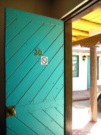 Thunderbird Inn: Old Santa Fe style wood doors
