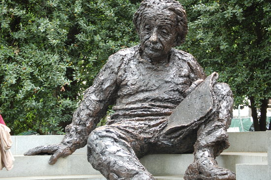 ‪Albert Einstein Memorial‬