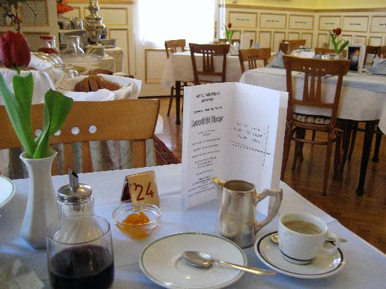 Hotel Westend: The dining room at breakfast time