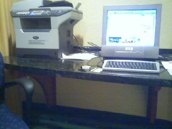 SpringHill Suites Erie: Computer Room!