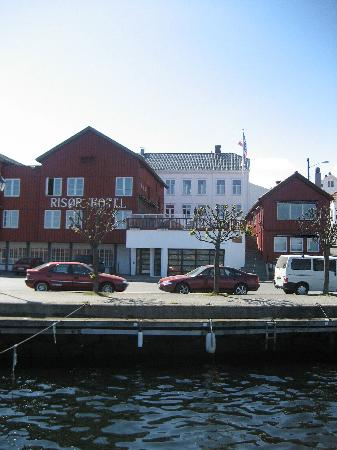 Risor Hotel: Hotel from the quay