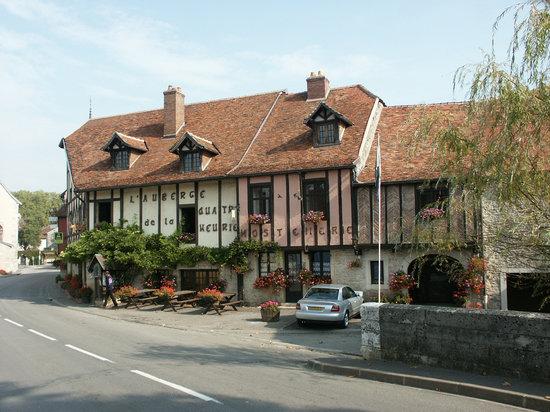 Auberge de la quatr 39 heurie beze france hotel reviews for Auberge de la maison tripadvisor