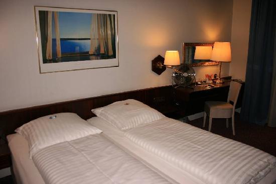 Photo of Hotel Cristall Frankfurt