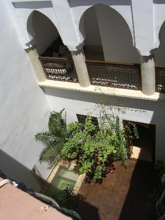 Riad Dar Zaman: Looking down into the courtyard