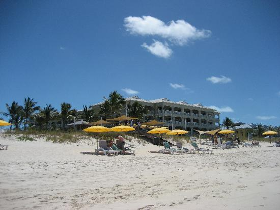 Alexandra Resort: Lady Rose & bar from the beach