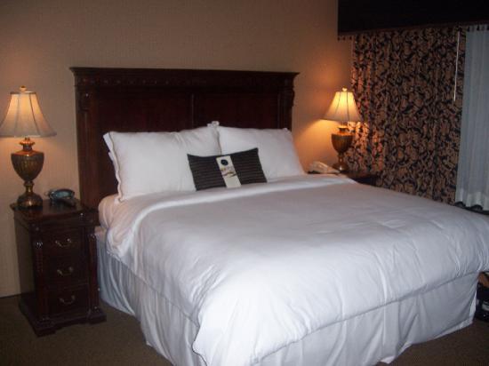 Omni San Antonio Hotel: bed