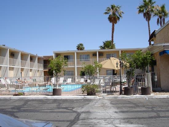كامبريدج إن: View of pool from east parking lot.