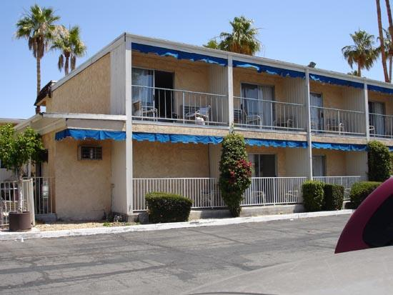 Travelodge Palm Springs: Only these few rooms have a balcony. Some ground flr rooms have a patio.