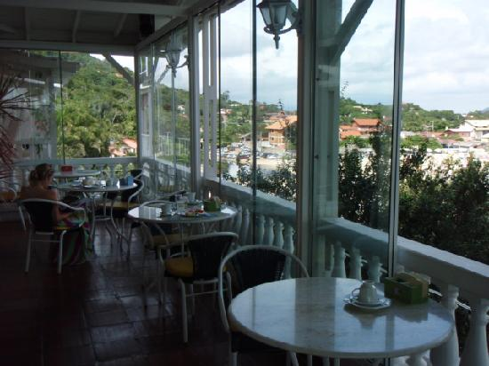 Pousada da Vigia: breakfast area overlooking beach