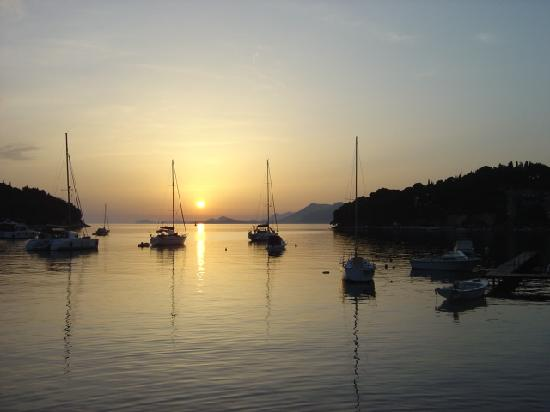 Hotel Croatia Cavtat: Cavtat harboour as the sun is setting - beautiful ***this can be seen from the hotel and is grea