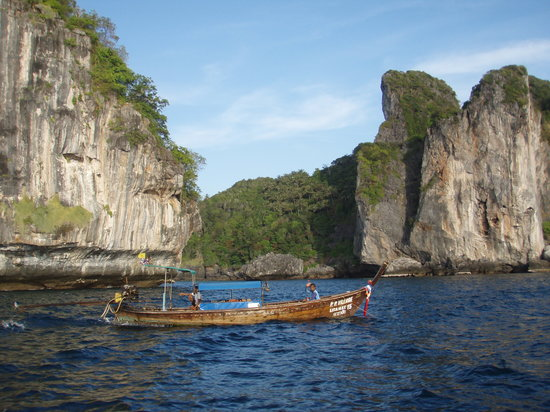Ko Phi Phi Don, Tailândia: cliffs around the island