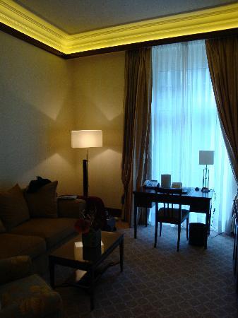 Excelsior Hotel Ernst: living room