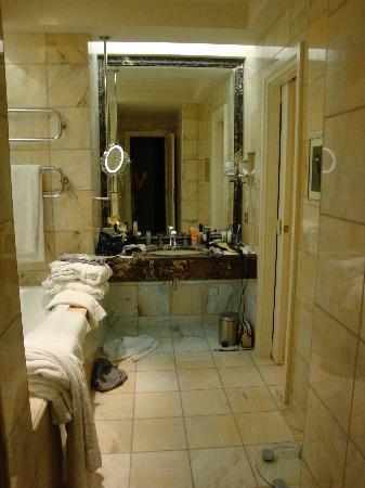 Mandarin Oriental, Munich: bathroom
