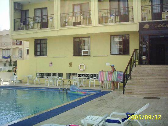 Miletos Hotel: Pool and main entrance