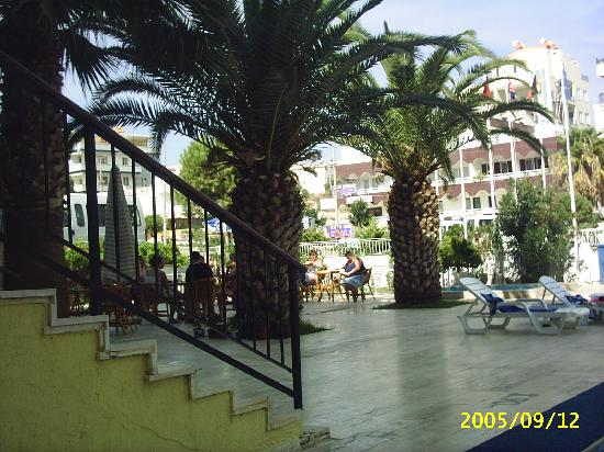 Miletos Hotel: Outside Bar seating area