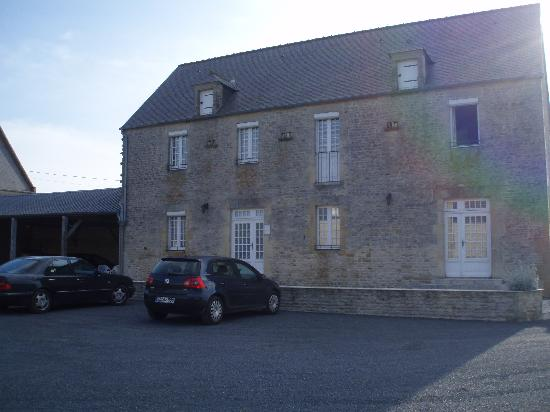 Longues-sur-Mer, France: The B&B rooms are in this house