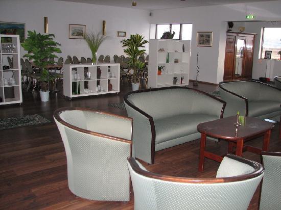 Smaratun Guesthouse: sitting area/dining area