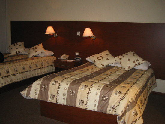 Hotel Aeropuerto Morelia: Room with Two Queen Beds