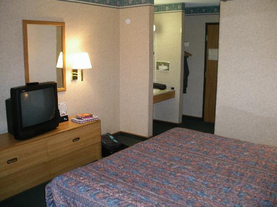 Sunrise Motel: Bedroom
