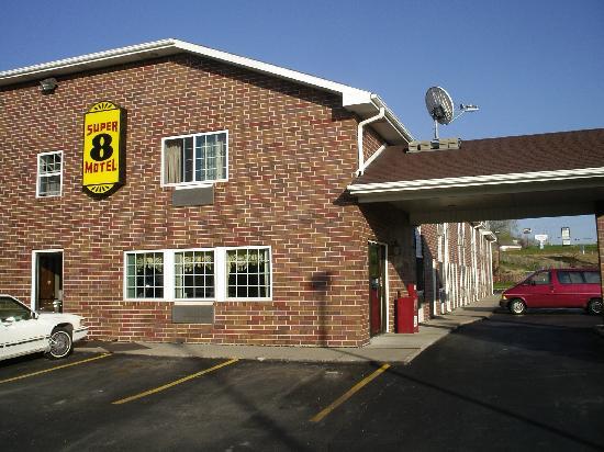 Sunrise Motel: Outside