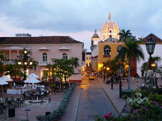Charleston Cartagena Hotel Santa Teresa: Plaza in front of the Charleston Cartagena, Hotel Santa Teresa