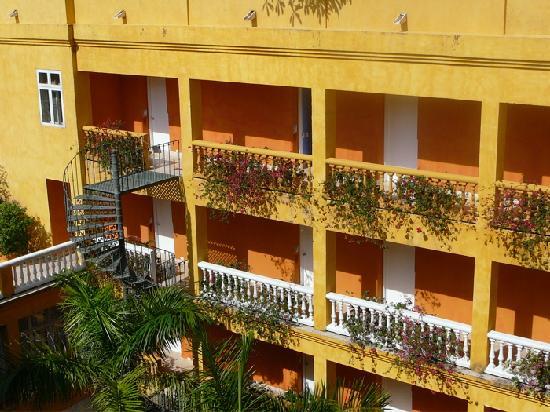 Charleston Cartagena Hotel Santa Teresa: Hotel's courtyard