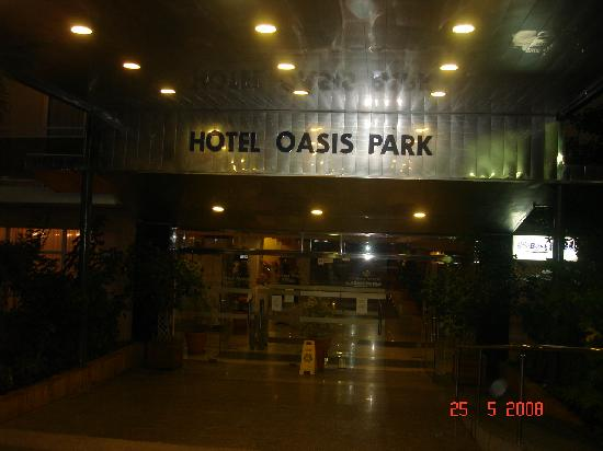 Hotel Oasis Park : Outside the hotel