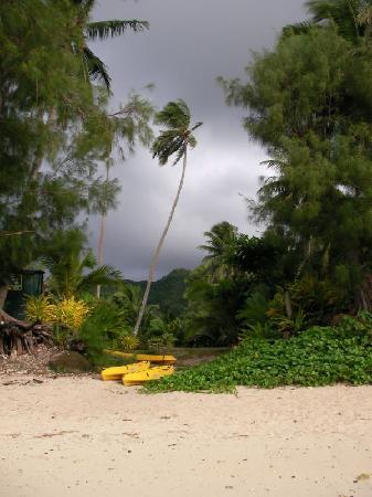 Aremango Guesthouse: storm at Muri beach