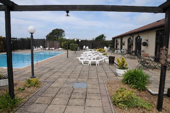The Peninsula Hotel: Pool and Patio