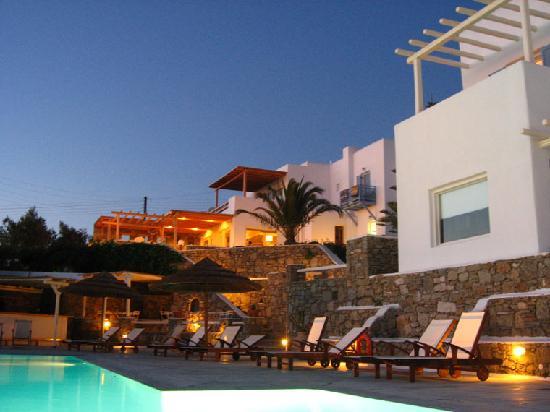 Vencia Hotel : The pool