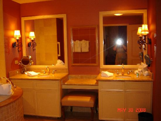 Shower stall and toilet room picture of belterra casino resort florence tripadvisor for Bathroom mirrors louisville ky