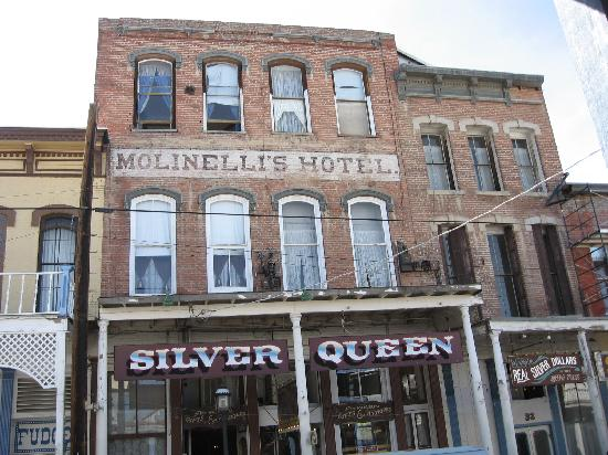 Silver Queen Hotel: From the outside