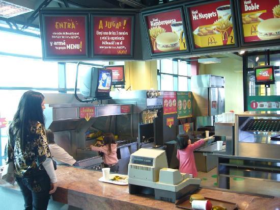 Museo de los Ninos : Playing at the Museo's McDonald's