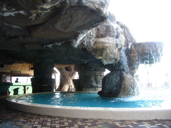 Days Inn Panama City Beach/Ocean Front: The Grotto at the Pool